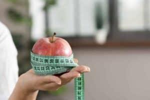 Het consumeren van vezelrijk fruit voor gewichtsverlies