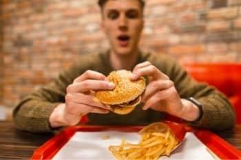 emotie-eten kan leiden tot eetstoornis